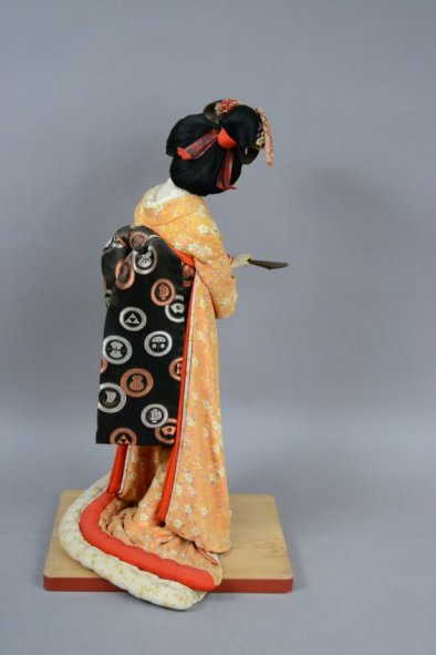 2009.72.1.1 Isho-Ningyo Costume Doll (back)